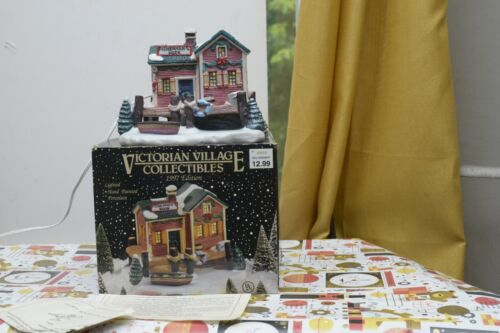 1997 Victorian Village Collectibles The Old Towne Boathouse Lighted