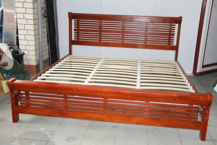 King Size Wood Bed very good condition