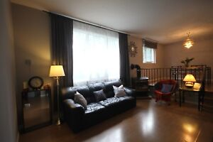 Spacious townhouse near freeway and public transit