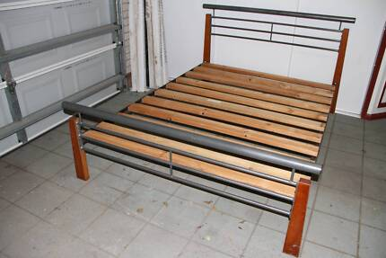Queen Size Wood Bed good condition