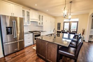 Detached Home / Available December 1 /$2400 month