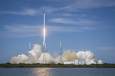 Photo  Launch Of The Falcon 9 Rocket Carrying The Spacex Crs 6 Dragon    1