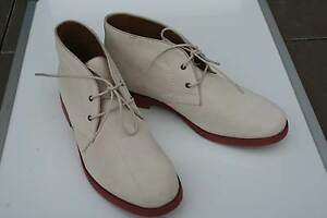 NEW HUSH PUPPIES OFF WHITE SUEDE DESERT BOOT AU9 UK7 COLLECT 3442 Woodend Macedon Ranges Preview