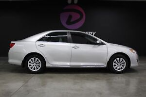 2012 Toyota Camry LE 1 proprio et dossier complet entretiens !