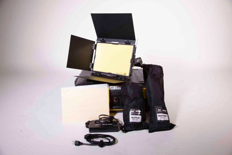 BB&S Lighting Area 48 Soft LED Fixture with Snapbag, Snapgrid and Goldmount