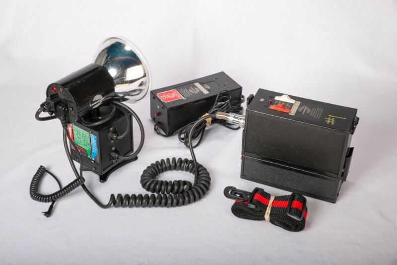 Lumedyne #065L 200w/s Fast LBW Pack, Auto Module Head,NEW Nimh Cells, & Charger