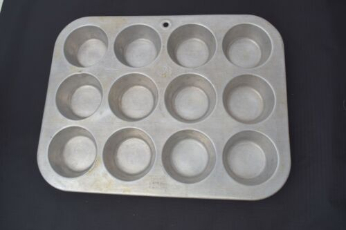 Vintage United Aircraft Products UAP Muffinaire Muffin Pan 12 count Cupcakes