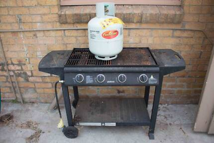 FREE: Barbecue with FULL gas bottle