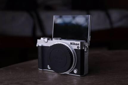 Nikon1 J5 (Perfect Vlogging Camera)