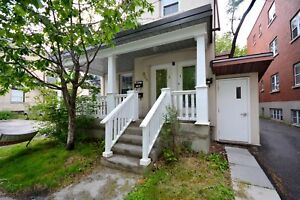 ALL INCLUSIVE 4 BED  & 2  BATH - DECEMBER 1ST - 5 MINS TO U OF O