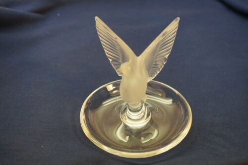 LALIQUE CRYSTAL FIGURINE DISH VINTAGE DOVE WINGS FROSTED GLASS SIGNED RING PIN