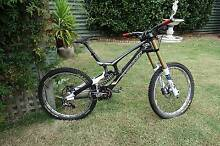 Santa Cruz V10 Carbon Downhill (DH) Mountain bike - 2012 Millswood Unley Area Preview