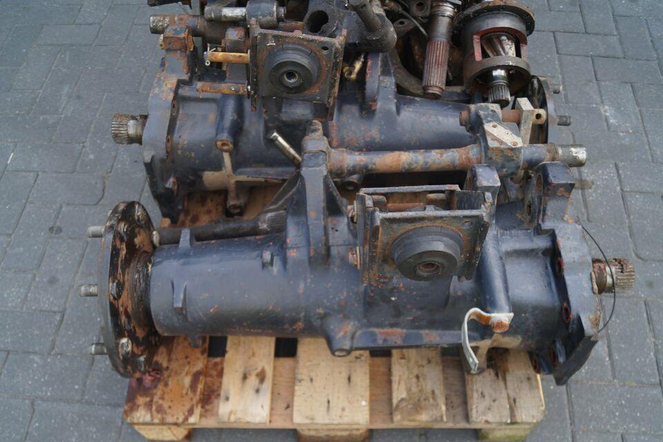 Achstrichter mit Steckachsen für Deutz DX 6.30,6.10,DX120,110 in Emsbüren