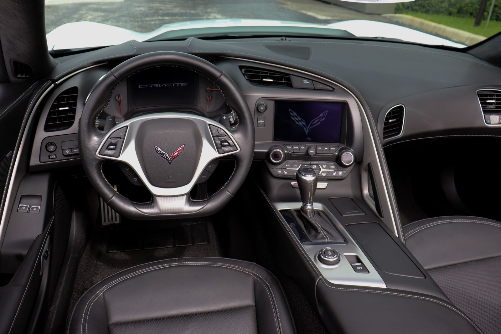 2015 White Chevrolet Corvette Z06  | C7 Corvette Photo 2