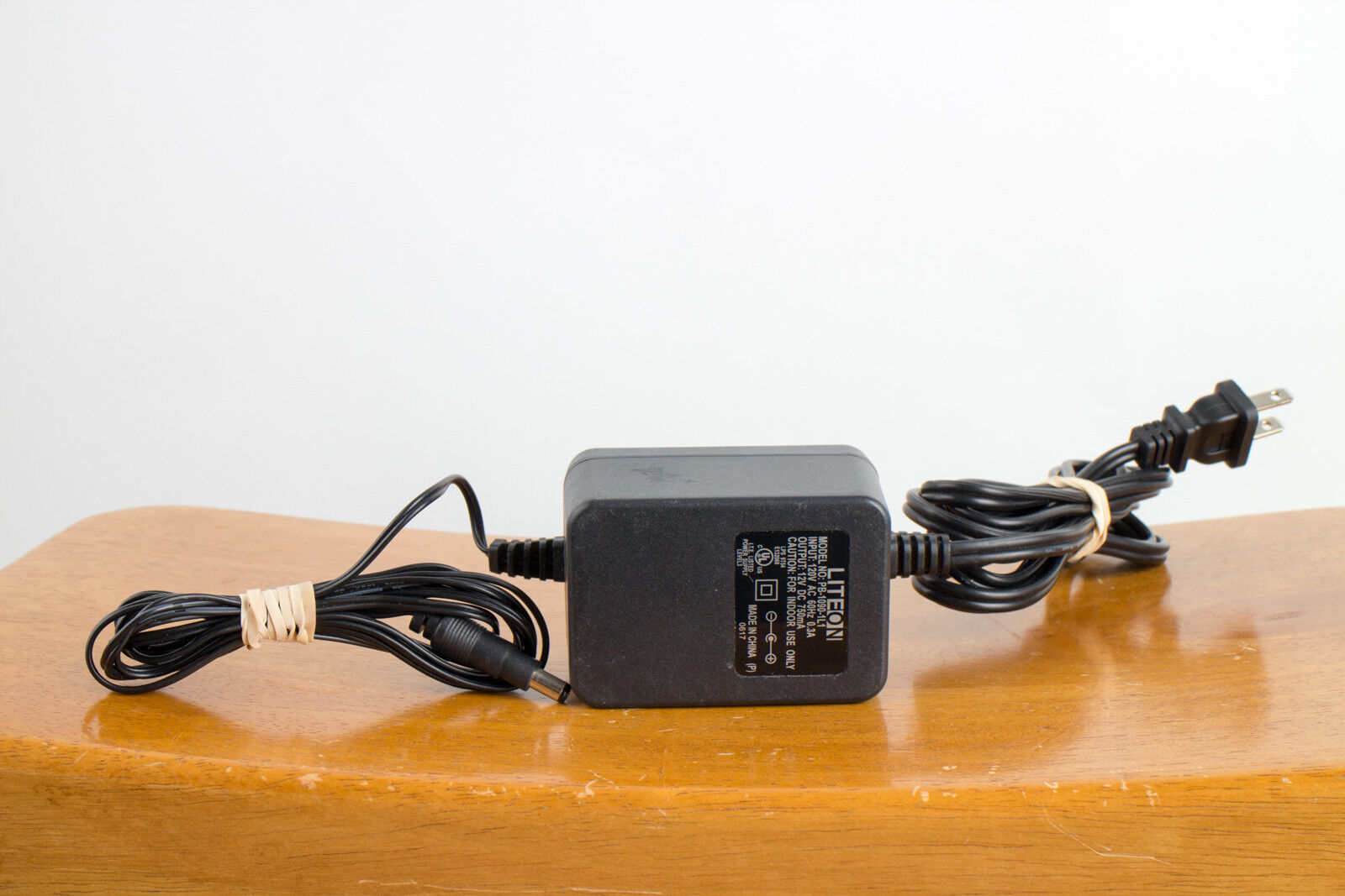 LiteOn PB-1090-1L1 120V AC 0.3A 12 V DC 750mA Power Supply Adapter