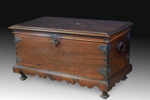 Chest. Walnut, textile, wrought iron. 17th century.