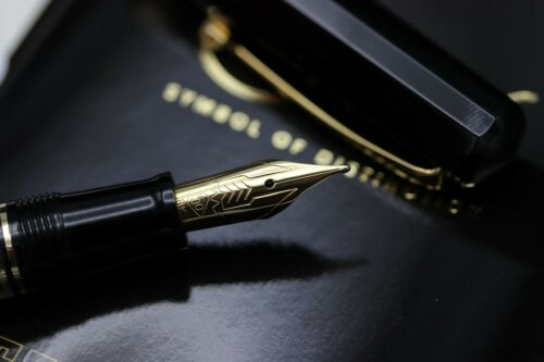 Omas Dama Black Cotton Resin Fountain Pen 3