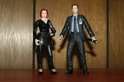 "Mulder and Scully X Files 6"" Action Figures Mcfarlane 90's Series Wave 1"
