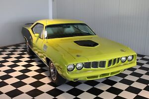 Plymouth 1971 Cuda 440-6 pack matching !