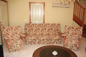 Beautiful 3 Piece Floral Lounge and 2 rockers Shellharbour Shellharbour Area Preview