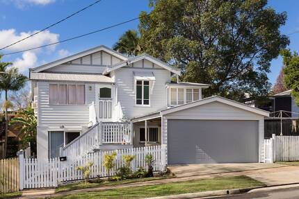Room for rent for a FEMALE ONLY in Greenslopes