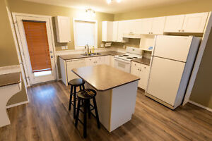 Large Modern Family Home - 764 Redcrow Blvd W *Pet Friendly*