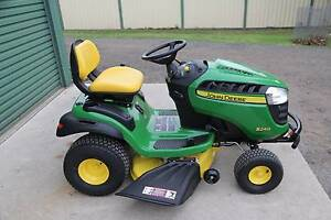 Ex-Display John Deere S240 sport mower, kawasaki v-twin,42in deck Berkshire Park Penrith Area Preview