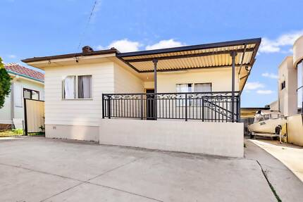 4 Bedrooms Family House in Greenacre For Sale