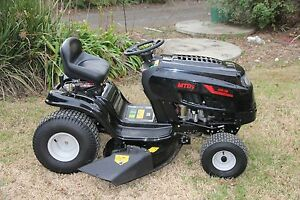 Near new 2015 MTD 38in cut 6 speed ride on lawn mower Berkshire Park Penrith Area Preview