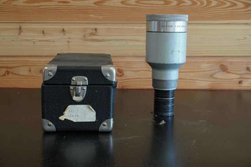 Leitz Hektor 250mm 1:2.8 lens for projector (cased)