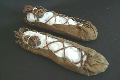 ANTIQUE AUTHENTIC GENUINE NATIVE AMERICAN INDIAN MOCCASINS LEATHER SHOES 1800