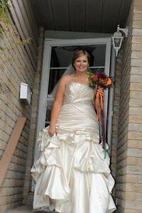 Beautiful Maggie Sottero wedding dress size 16