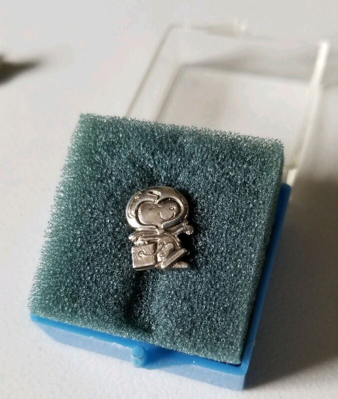 """Extremely Rare NASA Flown Sterling """"R"""" Snoopy Award Pin Last Challenger Mission?"""