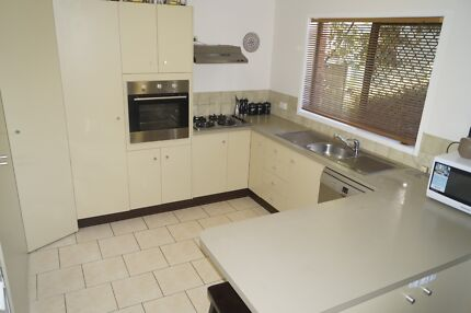 2 bedroom unit for rent in great location $250 per week East Toowoomba Toowoomba City Preview