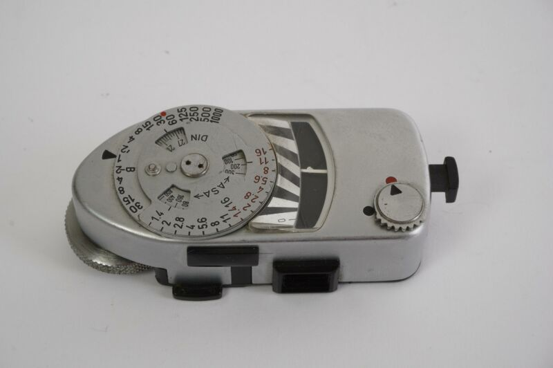 Leica Leitz Leicameter MR, worn