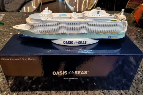 ROYAL CARIBBEAN Line OASIS OF THE SEAS Cruise Ship Model RCL RCCL OLD VERSION