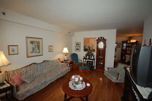 Great 2 Bedroom on Russell Lake! Available March!