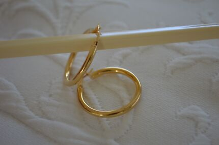 9ct YELLOW GOLD HOOP EARRINGS Tewantin Noosa Area Preview