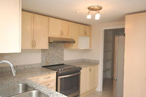 Beautiful Waterford Suites, 2 Bed/ 2 Bath, 5 Appliances! March
