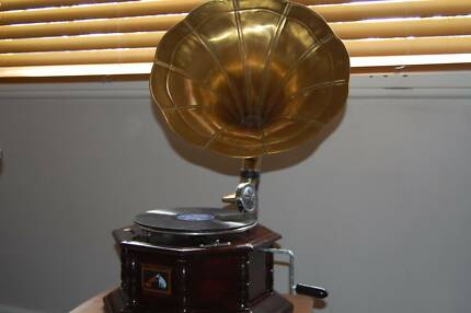 Working wind up gramophone with a brass horn Toongabbie Parramatta Area Preview