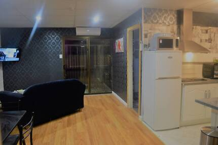 Room for rent in fully furnished updated flat - CLOSE TO ADELAIDE