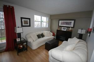 Beautiful Lakecrest Estate 2 Bed w/ Den,! AVAIL March
