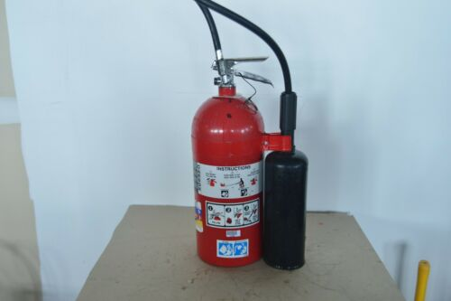 10LB AMEREX  CO2 FIRE EXTINGUISHER IN VERY GOOD CONDITION NEEDS HYDRO TEST