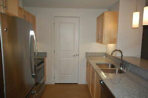Avonhurst Gardens Great 2 Bed w/ DEN, 6 Appliances! AVAIL Nov.