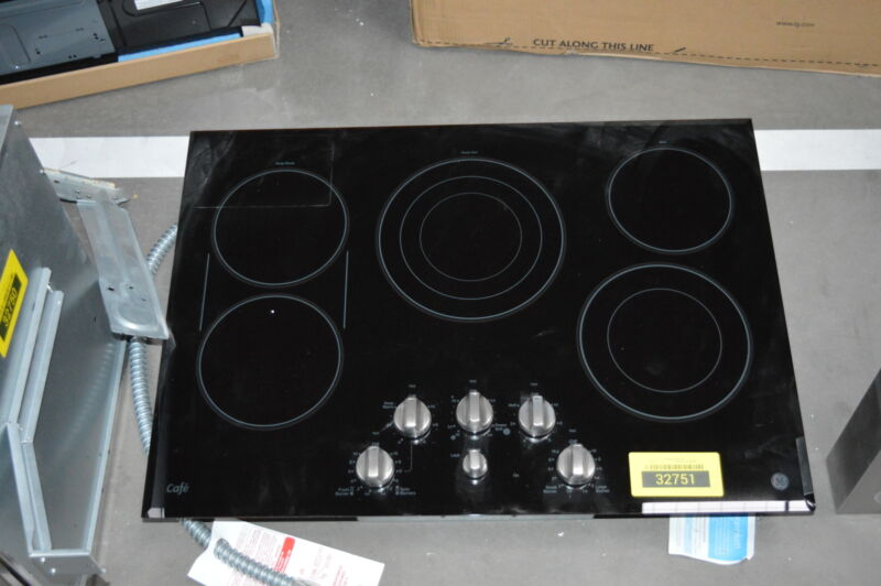 "GE Café Series 30"" Electric Cooktop Stainless Steel-on-Black CP9530SJSS"