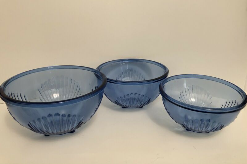 Set Of 3 Blue Nesting Glass Footed Mixing Bowls Clam Shell Seashell Nautical
