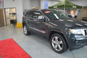 2011 Jeep Grand Cherokee -- HEATED SECOND ROW SEATS - PANORAMIC
