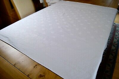 VINTAGE WHITE COTTON DAMASK TABLECLOTH Ivy Leaves 51