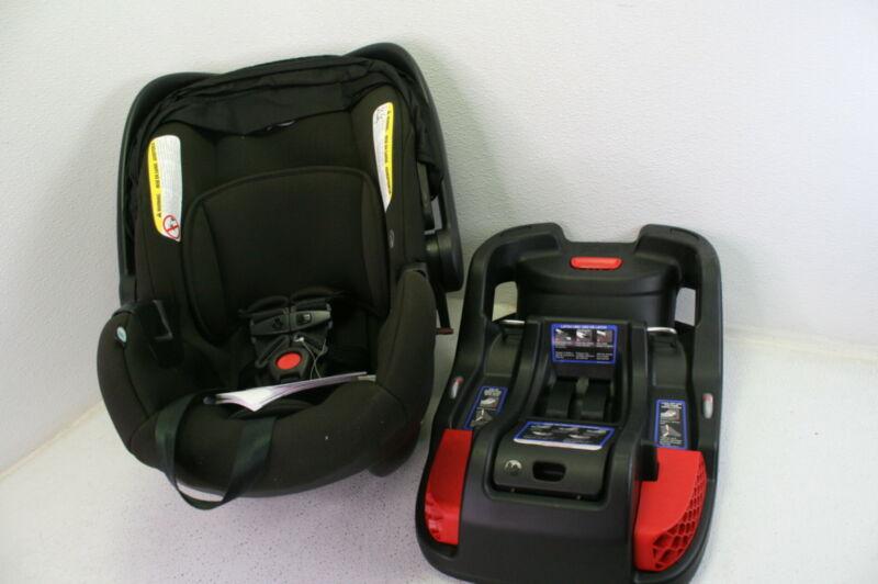 Britax B Safe Gen2 Infant Car Seat Eclipse in Black SafeWash w Detachable Base