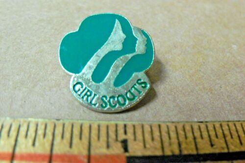 1980 Girl Scouts Contemporary MEMBERSHIP PIN Green Metal Enamel
